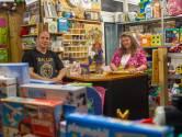 Ans en Charles zamelden in december speelgoed in, maar arme kinderen kunnen er nóg terecht