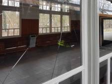 Man vernielt ruit op station Nunspeet en brengt Hitlergroet