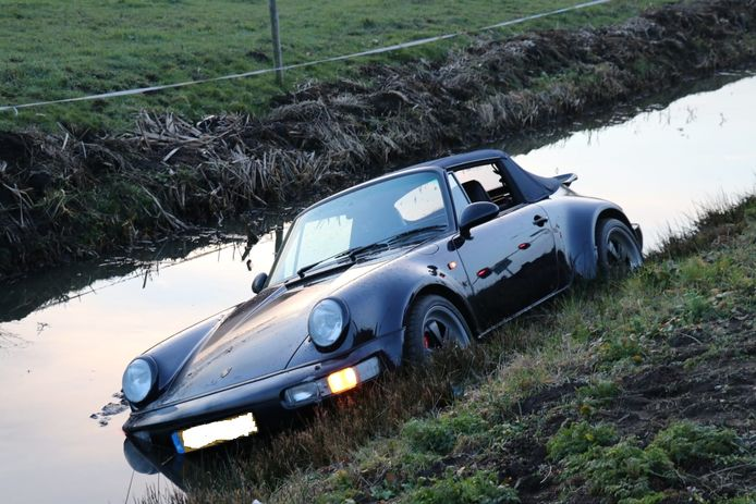 Een Porsche te water in Harmelen