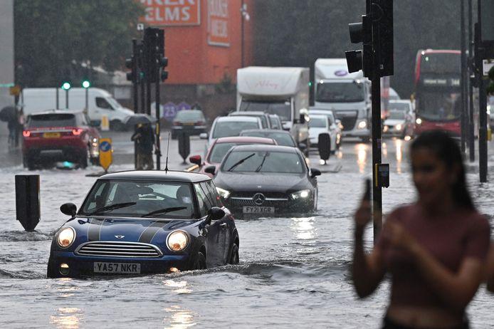 Overstroming in Londen door zware regenval.