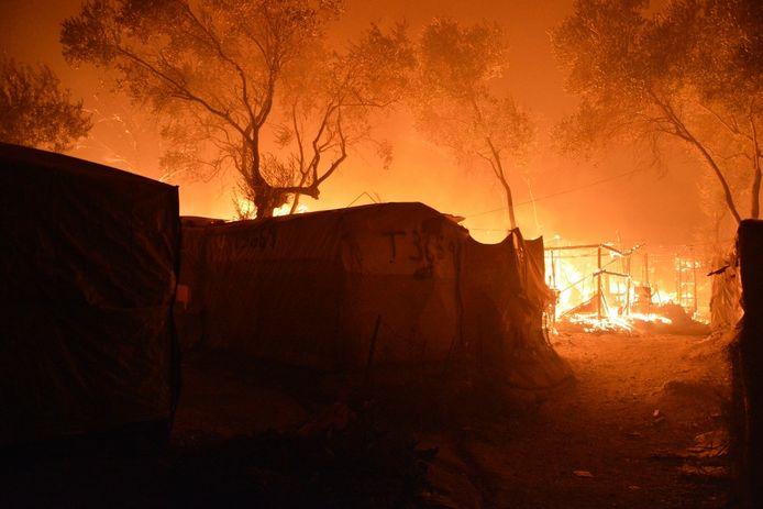 De brand in het vluchtelingenkamp Moria afgelopen zomer.