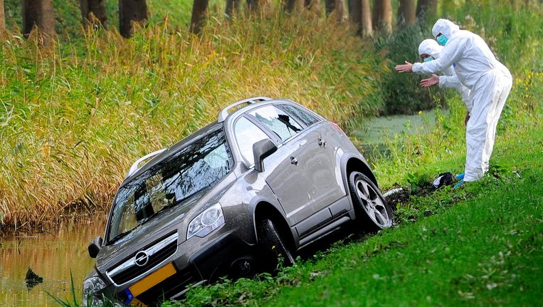 De auto waarin Peter R. onder vuur werd genomen in Diemen Beeld ANP