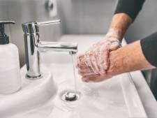Dermatologe: 'Hand-eczeem ligt door het vele wassen op de loer en kan zich uitbreiden'