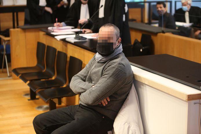 Hamdi C., hoofdhuurder van het ontplofte pand aan de Paardenmarkt, kon zich vandaag verdedigen voor de correctionele rechtbank. Hij liet zich bijstaan door meester Tom Cielen.