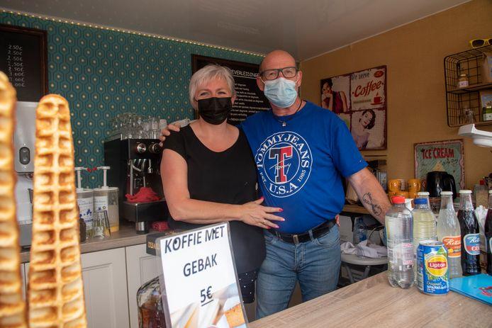 Veerle en Yvan na 22 maand eindelijk weer de baan op met 't Koffiekabientje.