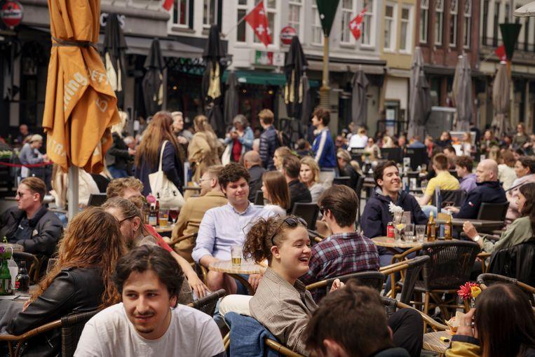Een vrij plekje vinden zonder te reserveren is lastig op de Grote Markt in Breda. Beeld Eric de Mildt