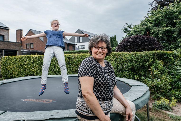 Christine Thijs probeert al jaren een persoonlijk assistentiebudget voor haar dochter Mirte te krijgen, maar stoot tekens op een afwijzing.  Beeld Wouter Van Vooren
