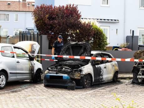 Drie auto's beschadigd bij brand in Dordrecht