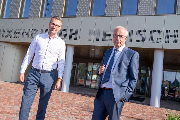 Rutger van Wijk (programmamanager inhuizing) en bestuurder Wouter van der Kam van Saxenburgh voor het nieuwe Saxenburgh Medisch Centrum (SMC).