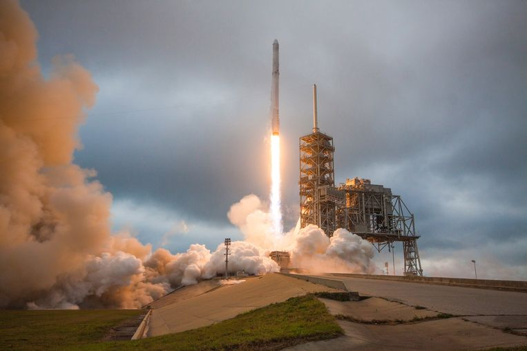 De lancering van een Falcon 9. Beeld EPA