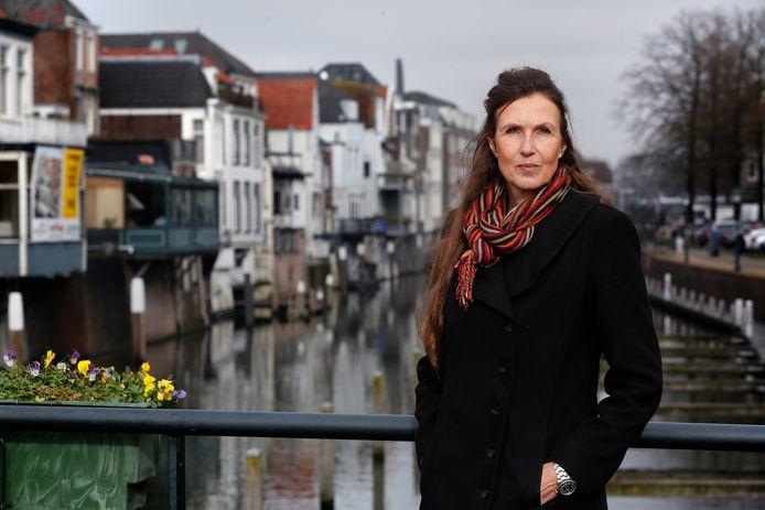Karin van de Ven sprak met lotgenoten en schreef 21 verhalen waarin weduwen en weduwnaars vertellen over verlies.