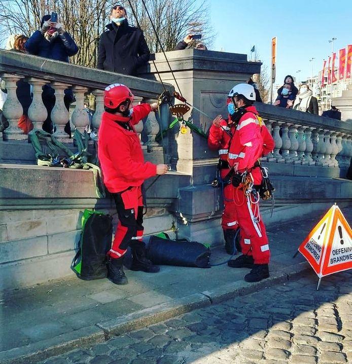 Het klimteam van de Brandweer Zone Antwerpen hield een oefening aan, het reuzenrad.