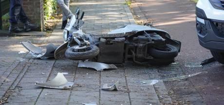 Scooterrijder aangereden door vrachtwagentje bij oprit aan Bredaseweg: vrouw gewond