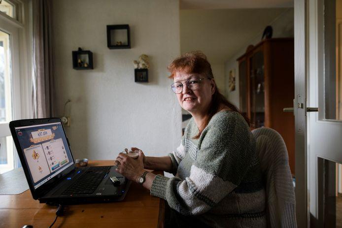 Carin Roozendaal is slachtoffer van de handelswijze van de belastingdienst en de gemeente ivm de participatiewet. Ze is chronisch rugpatiënt en zit in de knel met toeslagen.