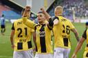Bryan Linssen viert zijn doelpunt tijdens de wedstrijd Vitesse - FC Viitorul