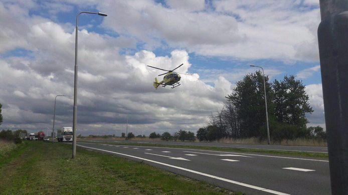 De traumahelikopter bij het ongeval in Zeewolde.