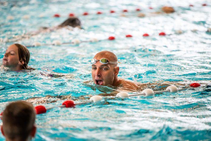 Olympisch kampioen Maarten van der Weijden zwom eerder deze week tijdens de start van de Zwem4daagse in Alphen aan de Rijn al een stukje mee. Misschien woensdag in Boxtel ook?
