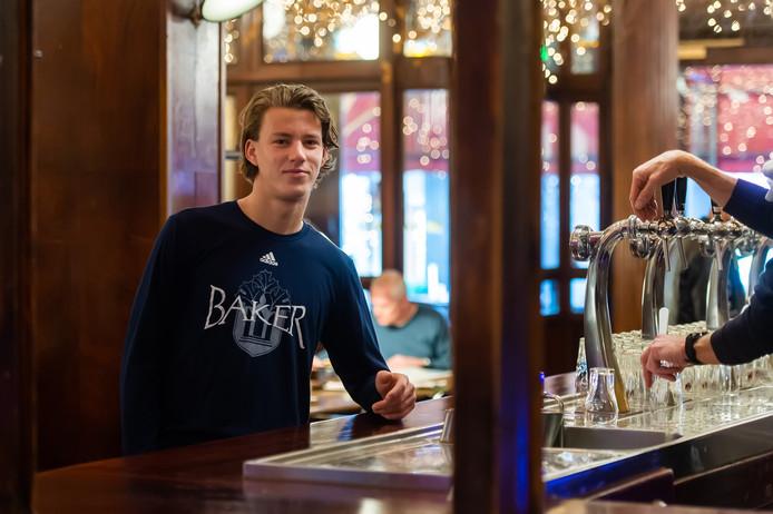 Bredanaar Lucas Jacobs in café de Bommel.