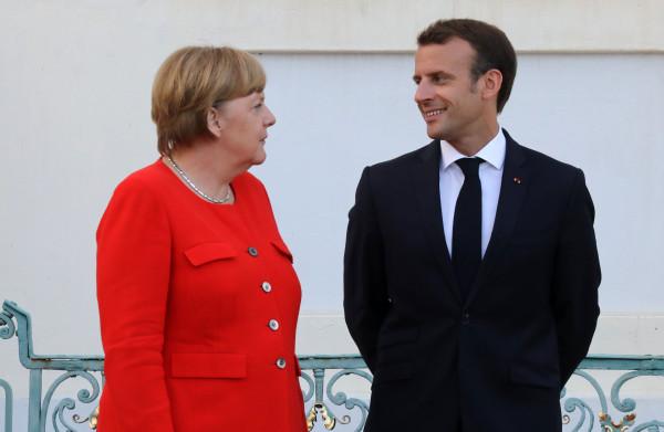 **Merkel accepteert Franse wens voor een aparte, nieuwe begroting voor de eurozone**