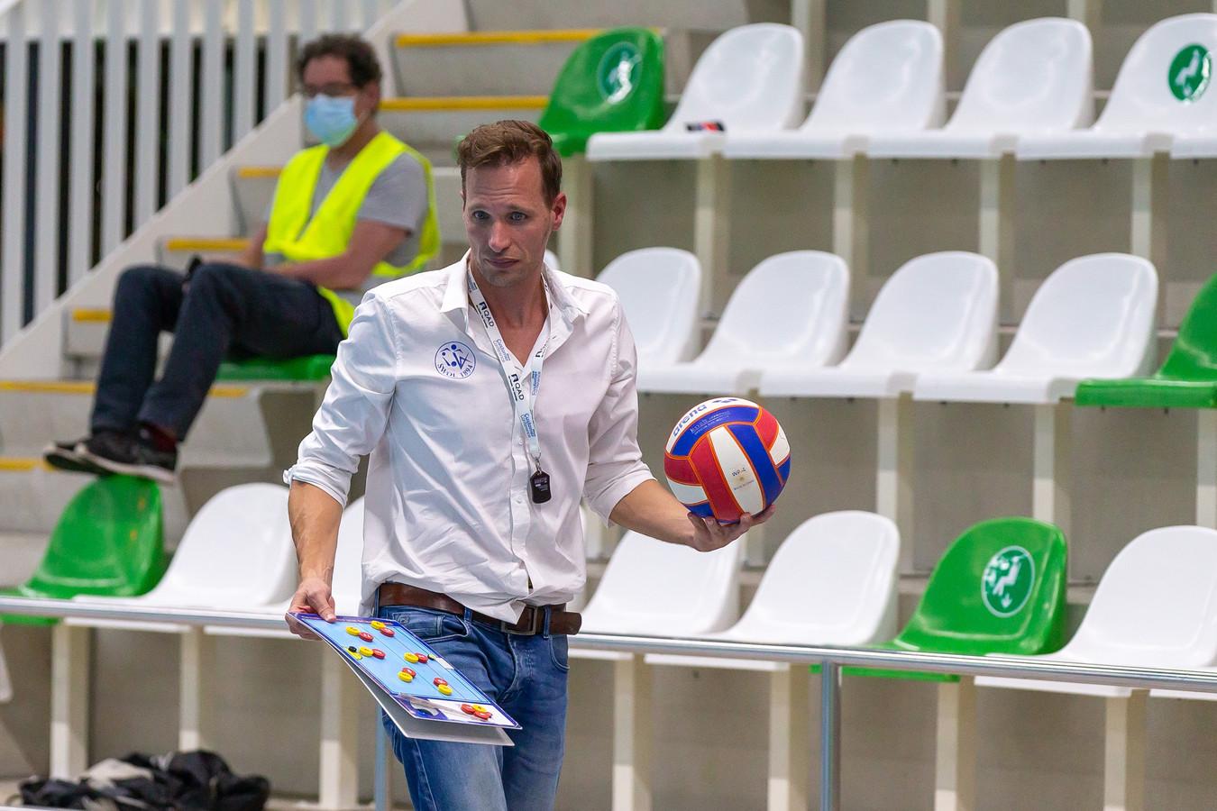 Gerrit-Jan Schothans gooit de handdoek in de ring. Hij is niet langer de hoofdcoach van de vrouwen van Swol. De ploeg gaat uit de eredivisie verdwijnen.