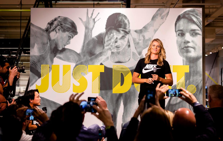 Atlete Dafne Schippers tijdens de opening van een nieuw filiaal van Nike in Utrecht.  Beeld Hollandse Hoogte /  ANP