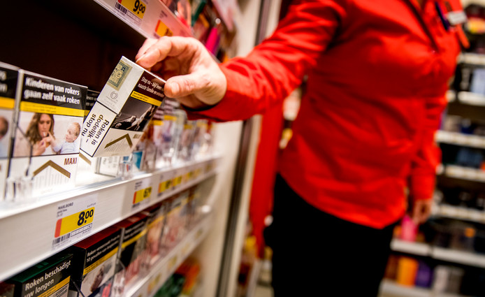 Minderjarige jongeren kunnen ten opzichte van een paar jaar geleden makkelijker sigaretten kopen in tabaksspeciaalzaken en supermarkten.