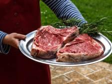 Man eet dikke steak, vrouw salade: 'Gulzigheid bij vrouwen is taboe'