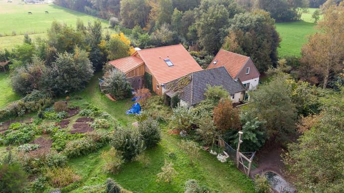De boerderij waar het gezin ondergedoken zat.