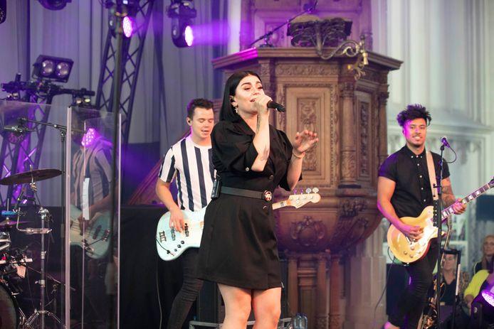 Roxanne Hazes met band in de Stevenskerk in Nijmegen.