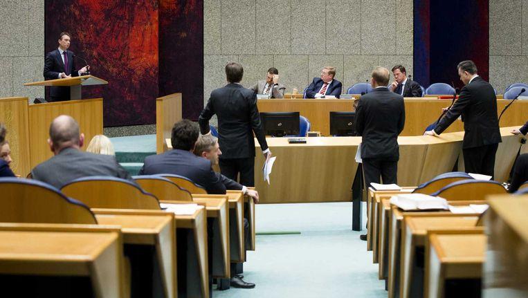 Zijlstra (links) tijdens het debat over de Teevendeal. Beeld anp