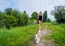 Met haar nieuwe hondenopvang in Rotterdam-Nesselande wil Rosanne Riemens ook op stap met de viervoeters. ,,Honden moeten veel meer bewegen.''
