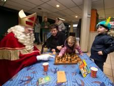 Sinterklaas opent Fairtrade Chocolade Herberg