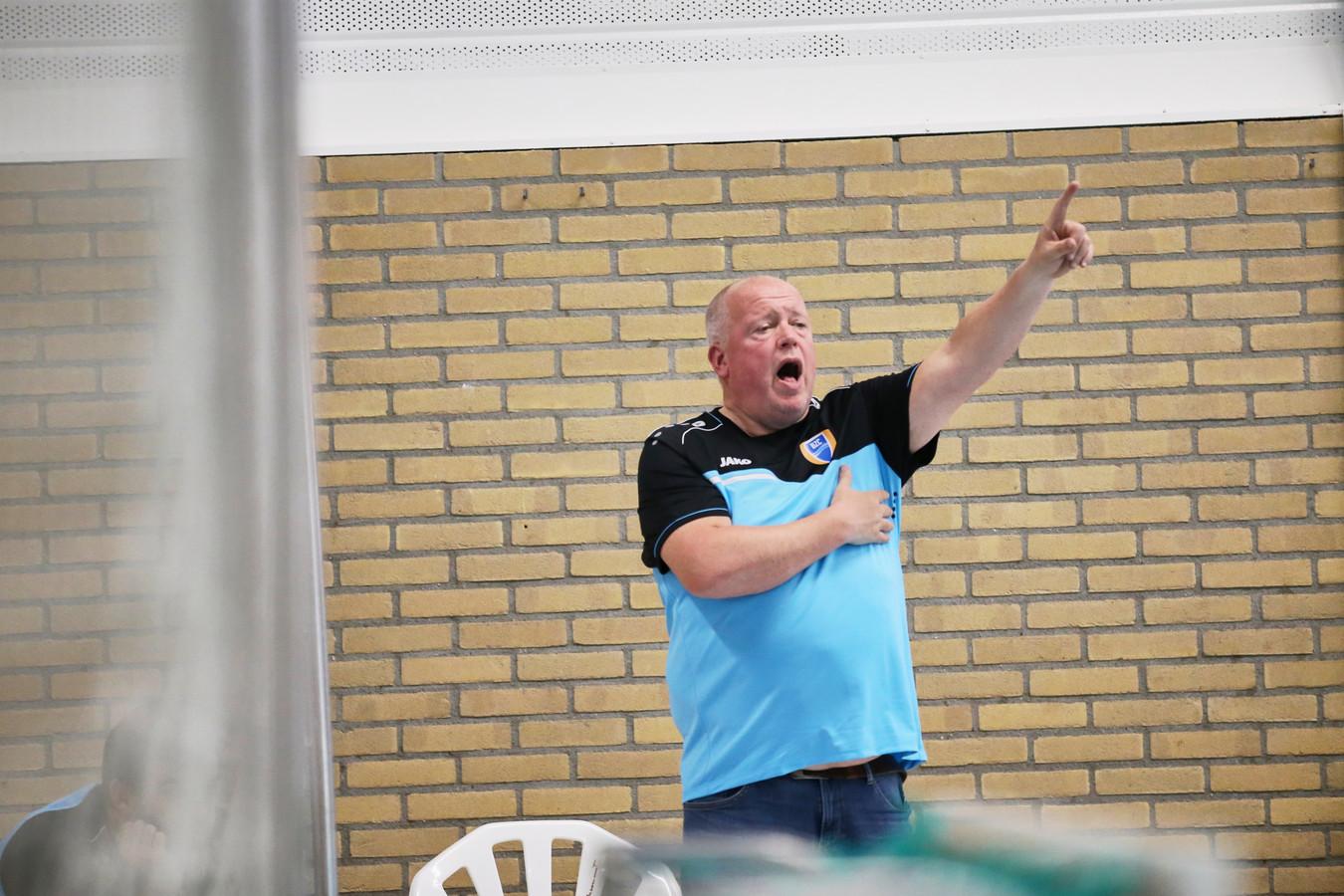 BZC-coach Zeno Reuten verloor met zijn ploeg van zijn zoon Lars die bij Amersfoort speelt.
