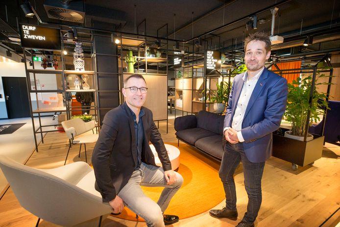 Pieter van der Werf (l) en Wilbert Verbeek (r) in het nieuwe ING kantoor aan de Markendaalseweg.