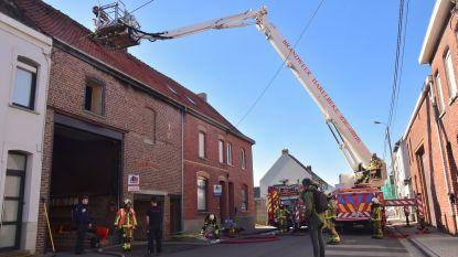 Behoorlijk wat schade na brand in atelier van klusjesman: zwarte rook zorgt voor paniek