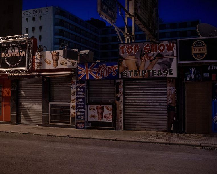 Dichte cafés in Benidorm, Spanje  Beeld Getty Images