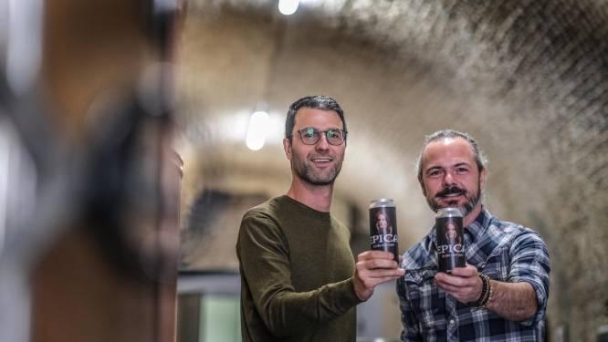"""Ieperse stadsbrouwerij maakt bier voor wereldbefaamde metalband Epica: """"We zijn blij dat het een Belgisch bier is"""""""