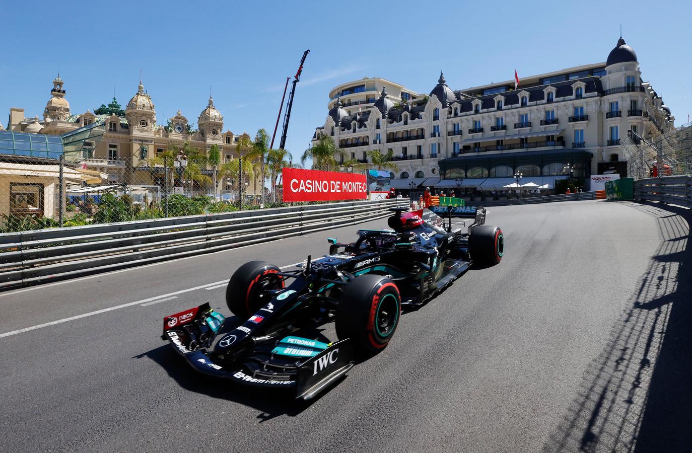 Mercedes-coureur Lewis Hamilton in actie tijdens een vrije training voor de Grand Prix van Monaco.