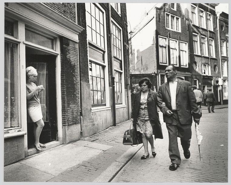 Een verleden als sekswerker was in de twintigste eeuw tientallen jaren reden om geen bewijs van goed gedrag te krijgen van de gemeente Amsterdam. Beeld Cor Jaring, Stadsarchief Amsterdam