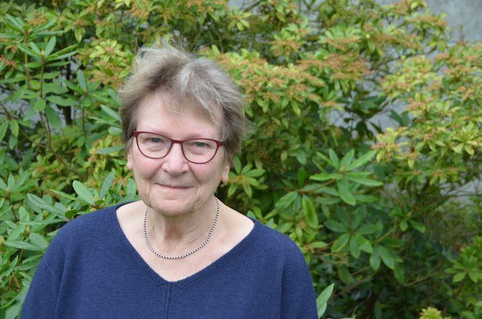 Trees Fagoo, 77 jaar -  Izenberge  Trees woont nu in Izenberge, maar haar leven is nauw verbonden met de school van Leisele, meer bepaald de huishoudschool die van 1945 tot 1990 heeft bestaan.