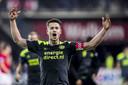 2018-04-07 21:33:50 ALKMAAR, AZ - PSV 2-3, voetbal, Eredivisie, seizoen 2017-2018, 07-04-2018, AFAS Stadion, PSV speler Marco van Ginkel viert de overwinning
