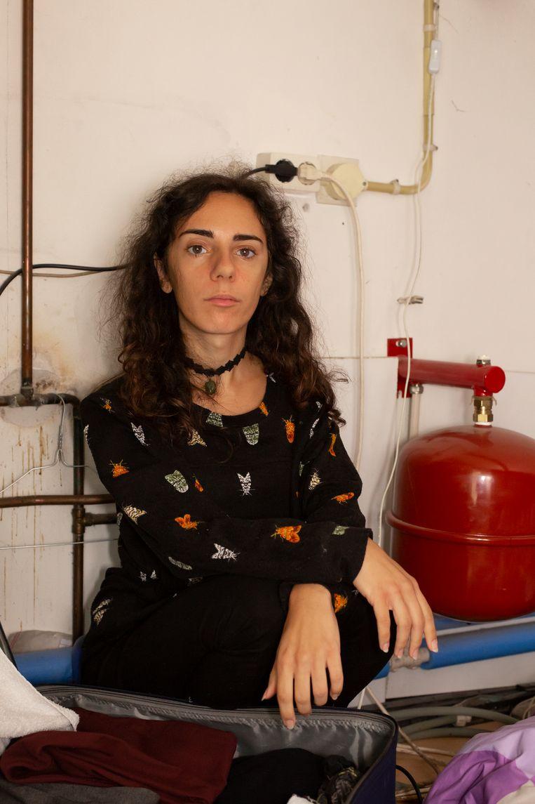 De Servische psychologiestudent Milena Ivanovic verblijft in een opslagruimte voor 50 euro per week in Tilburg. Beeld Vivian Keulards