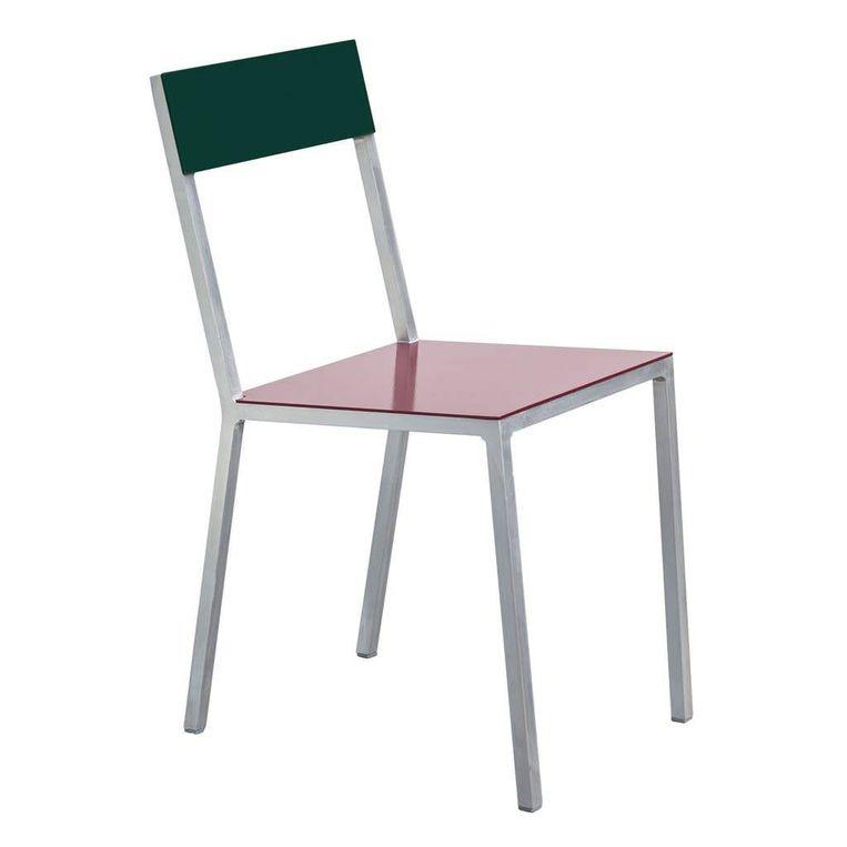 De 'Alu'-stoel van Belgisch ontwerpduo Muller van Severen is gemaakt van – u raadt het al – aluminium, € 490.  edwinpelser.nl Beeld