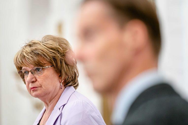 Informateur Mariette Hamer tijdens de persconferentie na het aanbieden van het eindverslag aan Tweede Kamervoorzitter Vera Bergkamp. Het werk duurde een paar weken langer dan gepland, omdat de informatie zeer moeizaam verliep.  Beeld ANP
