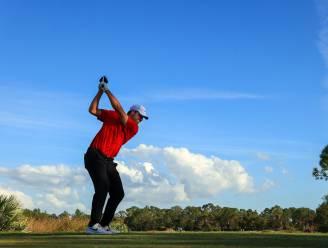 """Golfers steunen Tiger Woods door rode shirts te dragen: """"Dit heeft me geraakt"""""""
