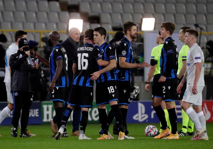 Club won met 3-0 van Zenit en werd na afloop getrakteerd op vuurwerk.