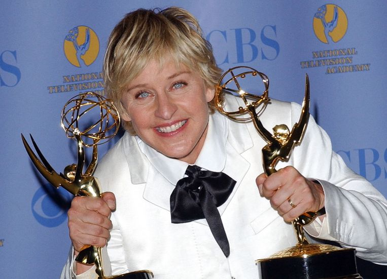 Degeneres poseert met haar Emmy Awards in 2007. Beeld AFP
