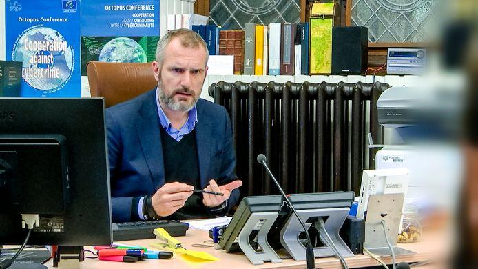 """Philippe Van Linthout, onderzoeksrechter in Mechelen, noemt voorleidingen in tijden van corona """"problematisch""""."""