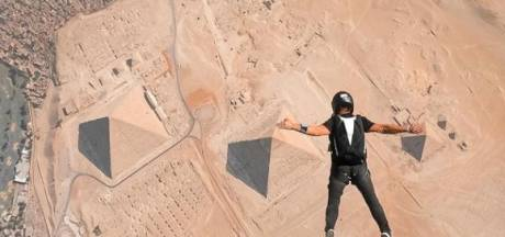 """Il est le premier Belge à sauter en parachute au-dessus des pyramides: """"Une expérience folle"""""""
