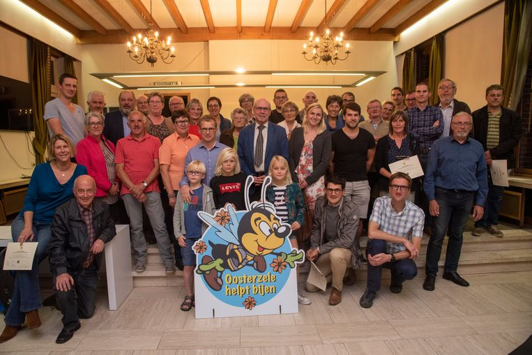Diploma's en winnaars gehuldigd in bijvriendelijke gemeente OOsterzele.